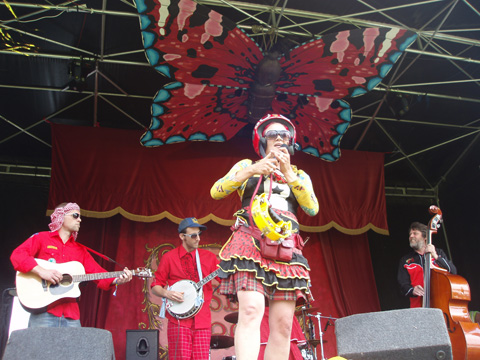 Camp%20Bestival%20Cutashine%20attempt%20to%20av%20it.jpg