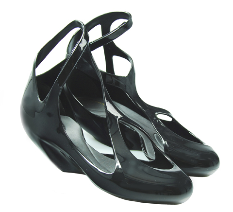 zaha%20hadid%20black%20shoe.jpg