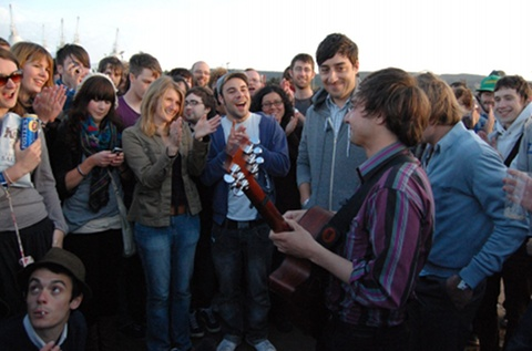 grizzly_bear_playing_to_crowd_on_the_beach_-_credit_sophie_8