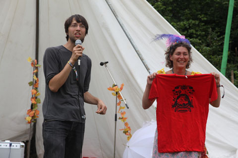 Glastonbury-June-2009-Grand Raffle presented by Danny Chivers