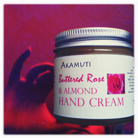Akamuti-buttered rose & almond hand cream