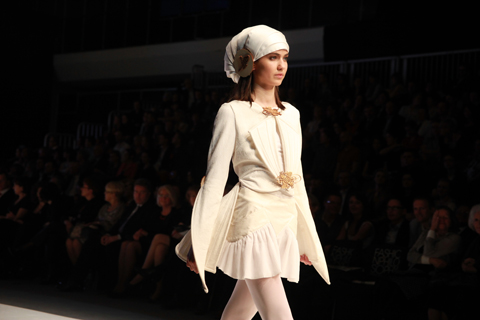 Laura Holeczek Golden Thread Fashion Week Poland AW 2011