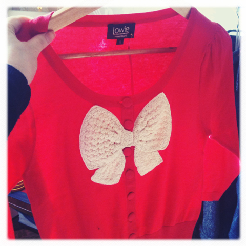 Press Days March 2011-Lowie red bow