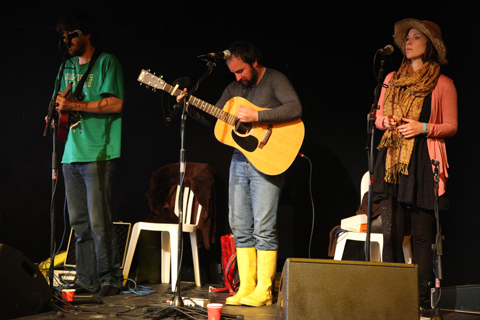 Larmer Tree Festival 2011 review -Gary Stewart duetting with Rosie Doonan