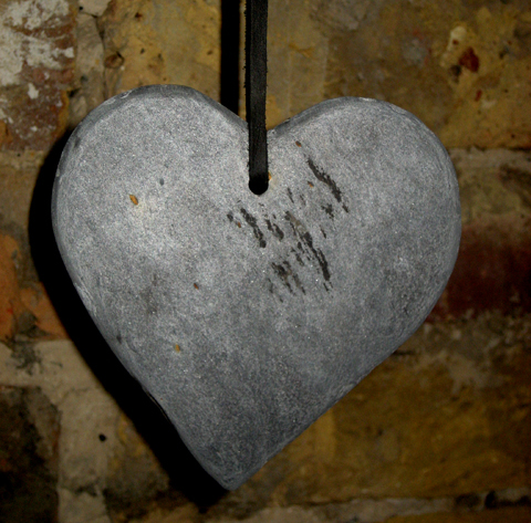 London Kills Me Reclaimed slate Heart