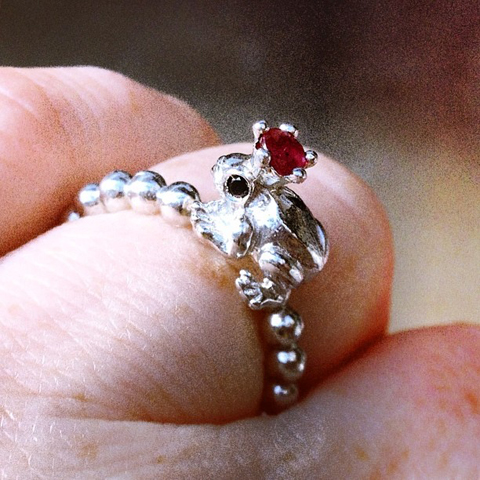 Adorable frog king silver ring by La parra jewels