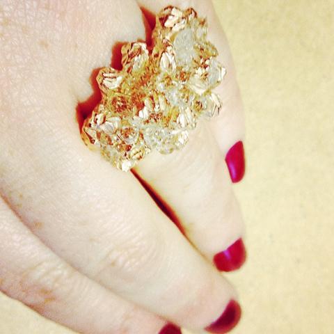 Niza Huang ring