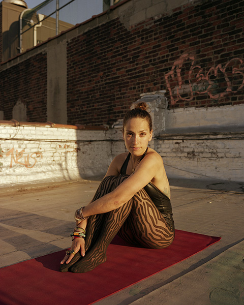 ©Tara Darby_ Run it Out_ Robin practising yoga on her rooftop in NYC